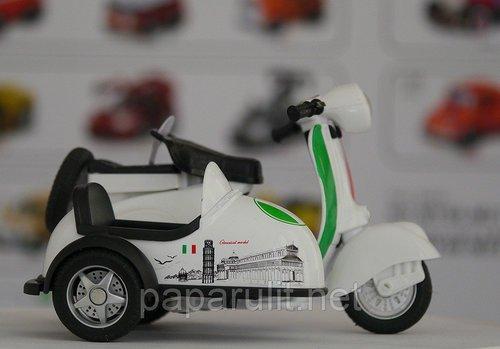 Мотороллер с коляской игрушечный белый