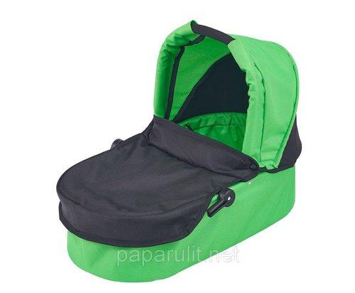 Зелёная кукольная коляска