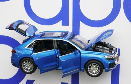 МашинкаАуди открываются двери капот и багажник