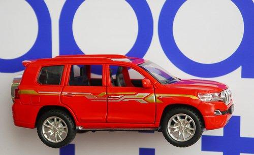 Toyota Land Cruiser Prado машинка открывается всё