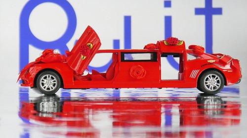 Красный лимузин машинка