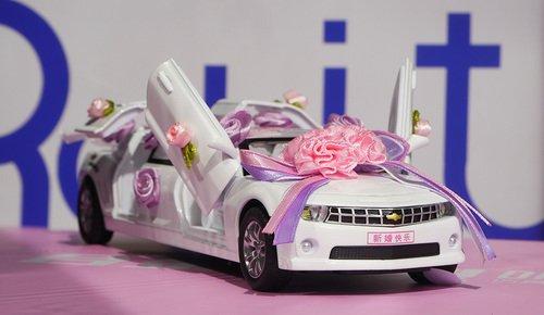 Свадебный лимузин игрушка