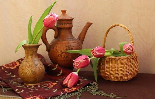 композиция с розовыми тюльпанами