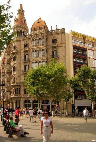 разная архитектура Барселоны