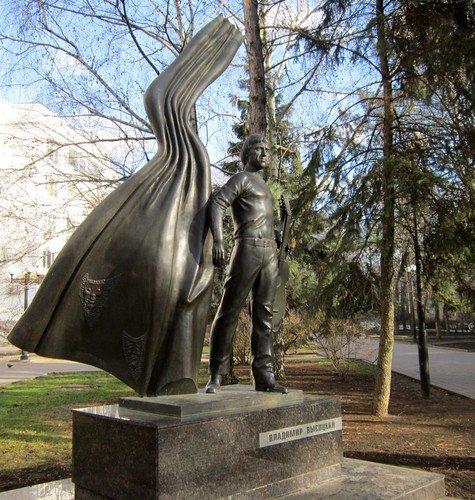 Памятник Владимиру Высоцкому в Ростове-на-Дону.