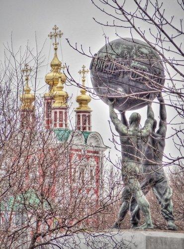 Скульптура Миру-мир