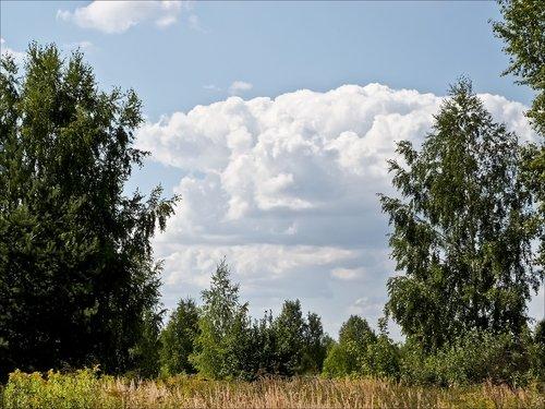 Облака плывут на восток