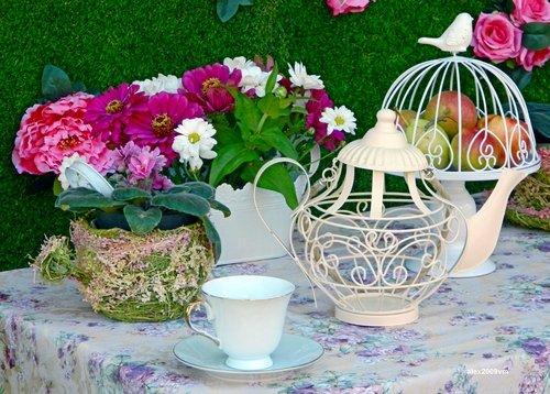 Чайная композиция с цветами