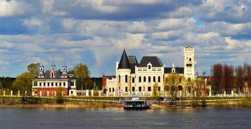 Замок купца Понизовкина.