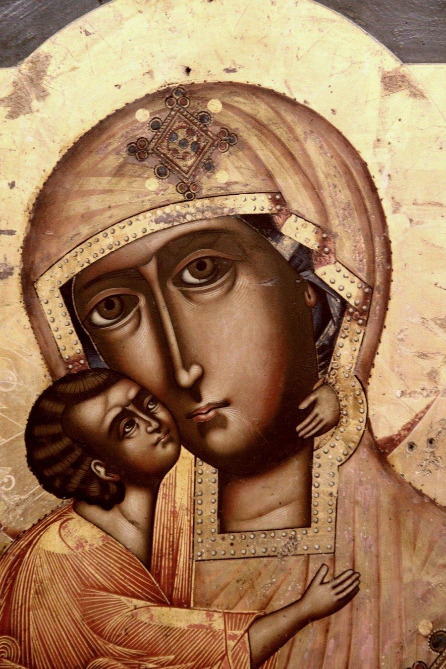 Феодоровская икона Божией Матери. Старинный список. Фрагмент.