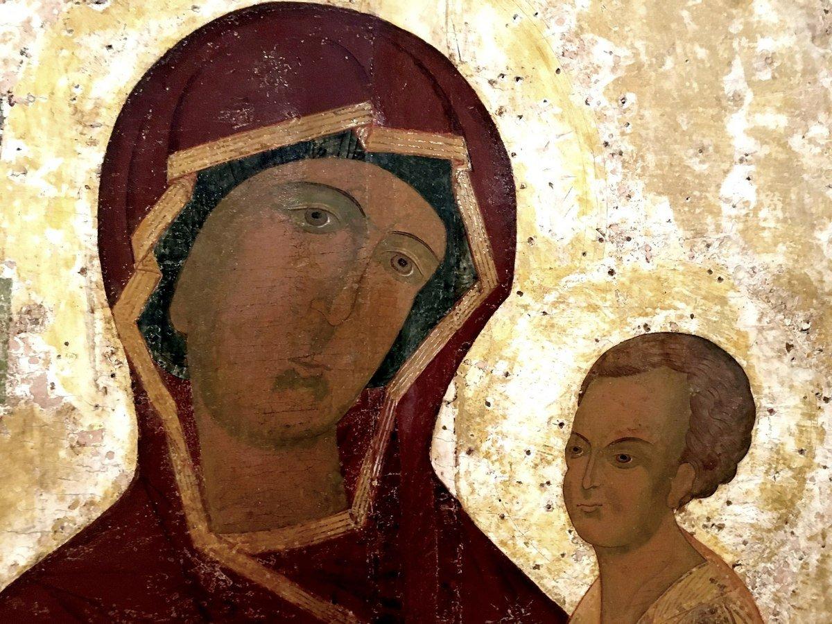 Тихвинская икона Божией Матери. Новгород, XVI век. Фрагмент.
