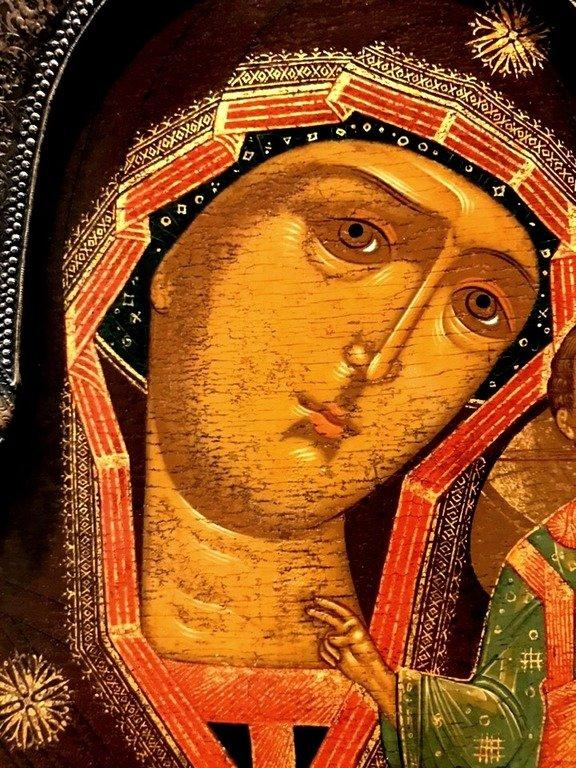 Казанская икона Божией Матери. Фрагмент.