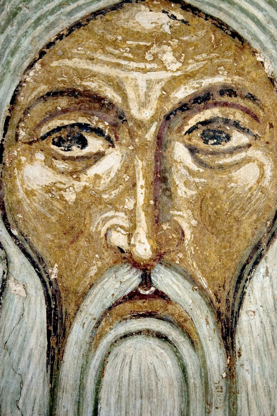 Святой первосвященник. Фреска Спасо-Преображенского собора Мирожского монастыря в Пскове. Около 1140 года. Фрагмент.