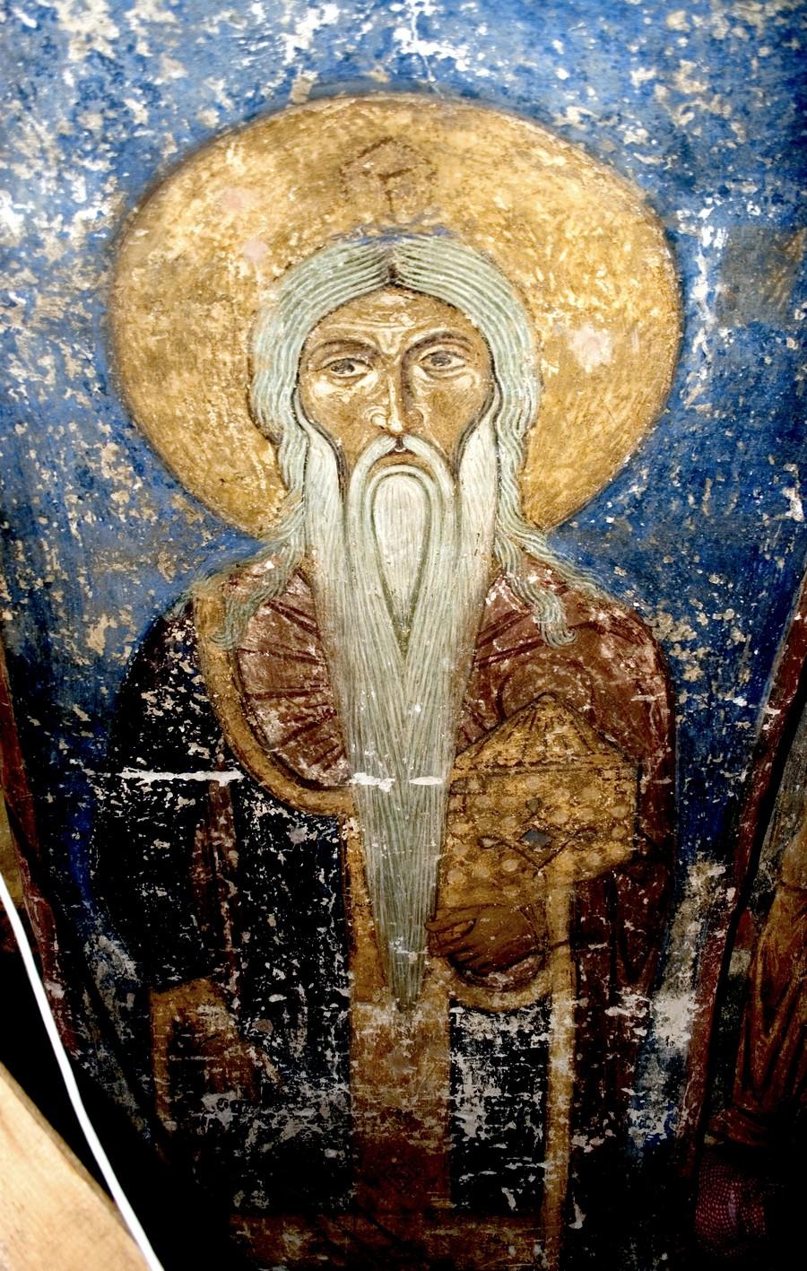 Святой первосвященник. Фреска Спасо-Преображенского собора Мирожского монастыря в Пскове. Около 1140 года.
