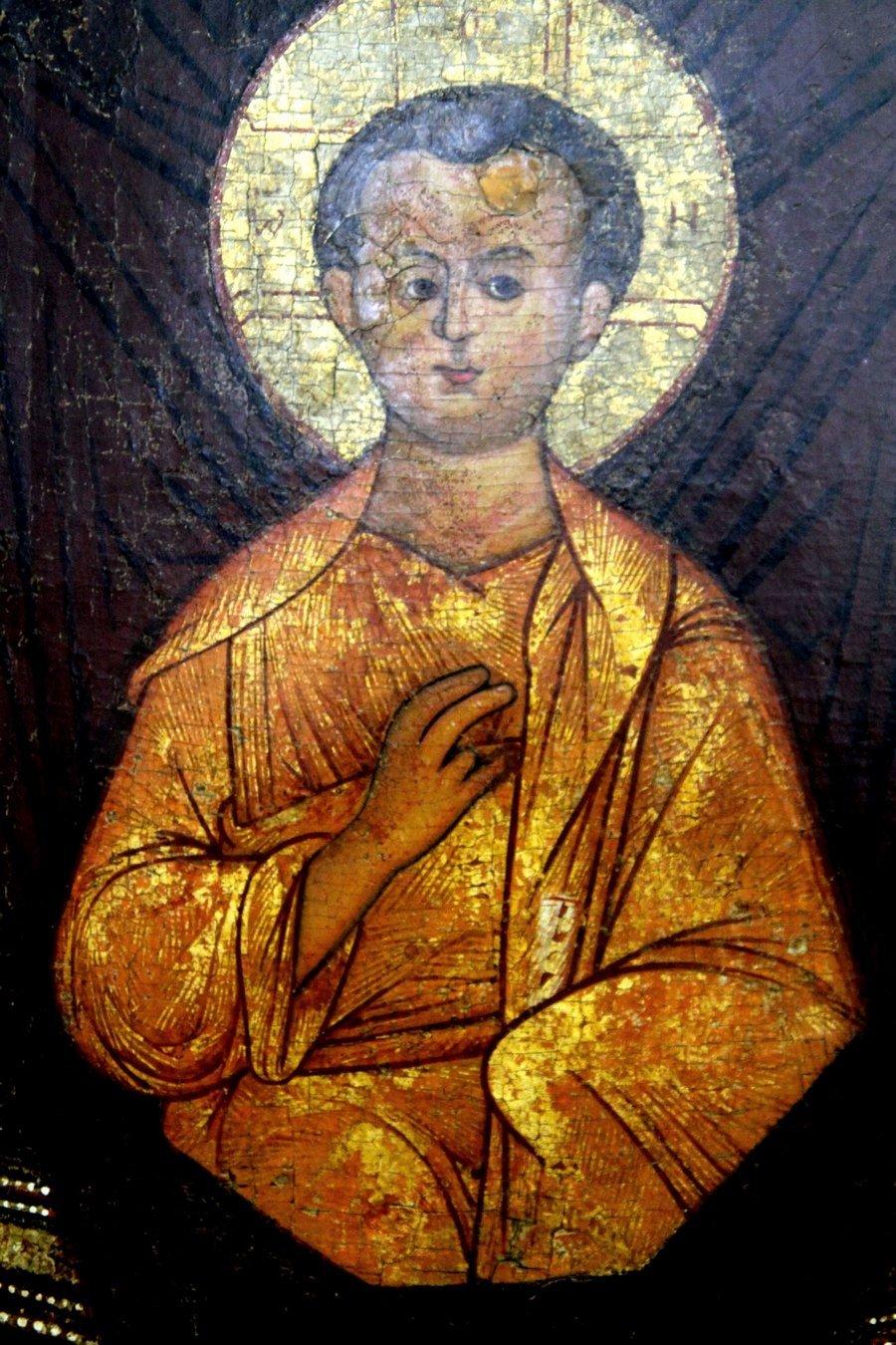 """Икона Божией Матери """"Знамение"""". Старинный русский список. Фрагмент."""