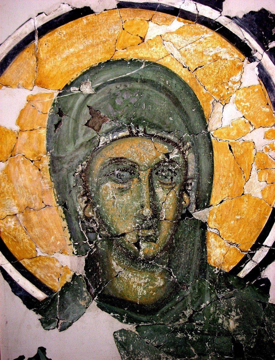 Святая Великомученица Анастасия Узорешительница. Фреска из новгородской церкви Спаса на Ковалёве. 1380 год.