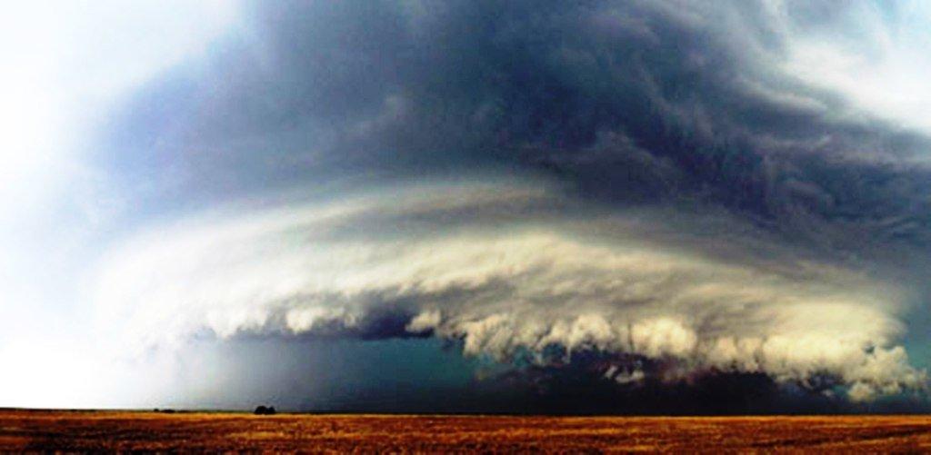 Зарождение урагана над территорией Канзаса. Хорошо бы научиться предсказывать такие штуки заранее