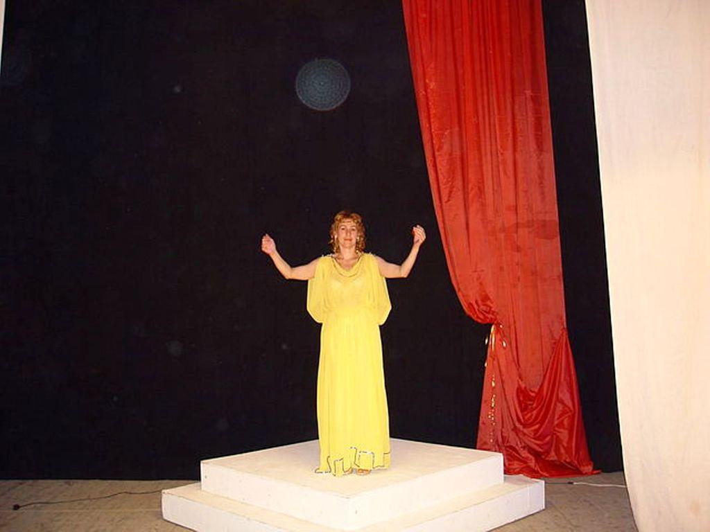 Богиня МЕЛЬПОМЕНА - покровительница театра.