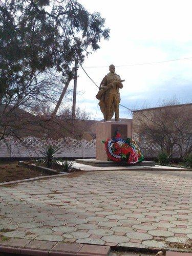 Памятник солдатам.