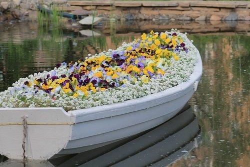 Цветочная лодка