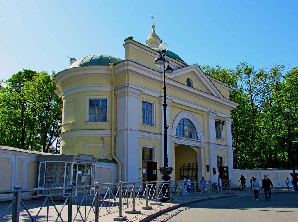 Надвратная церковь в Александро-Невской лавре