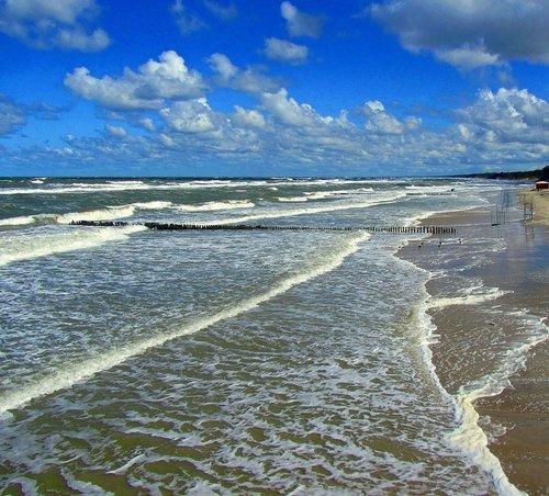 Пенный берег