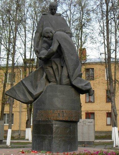 Памятник воинам дегтяревцам.г. Ковров
