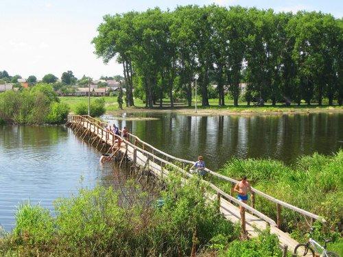 Пешеходный мост через реку Случь