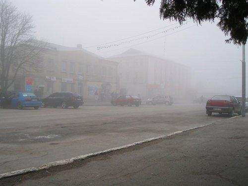 Туманное утро в городе