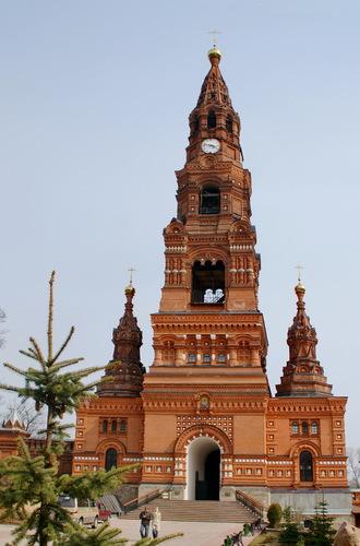 Колокольня Черниговского скита с двумя церквями
