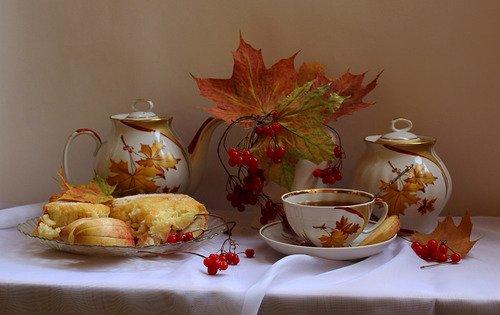 чай с яблочной шарлоткой