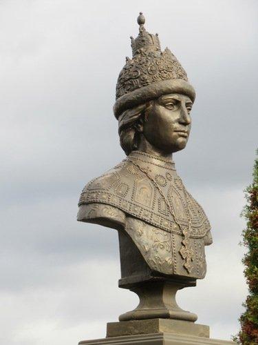 Памятник царю Феодору Алексеевичу в Николо-Бурлюковской пустыни