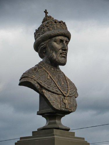 Памятник царю Ивану V в Николо-Берлюковской пустыни