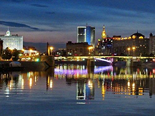 Бородинский мост и Смоленская набережная в Москве