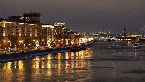 Праздничная темно-сиреневая Москва