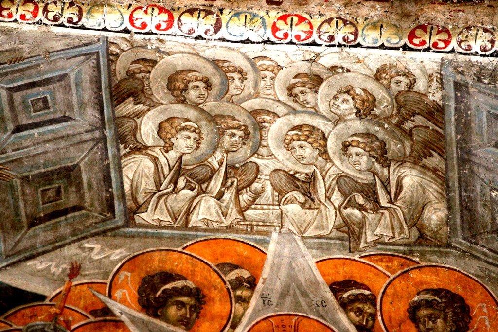 Успение Пресвятой Богородицы. Фреска монастыря Грачаница, Косово, Сербия. Около 1320 года. Фрагмент. Врата Рая, готовые принять душу Пресвятой Богородицы.