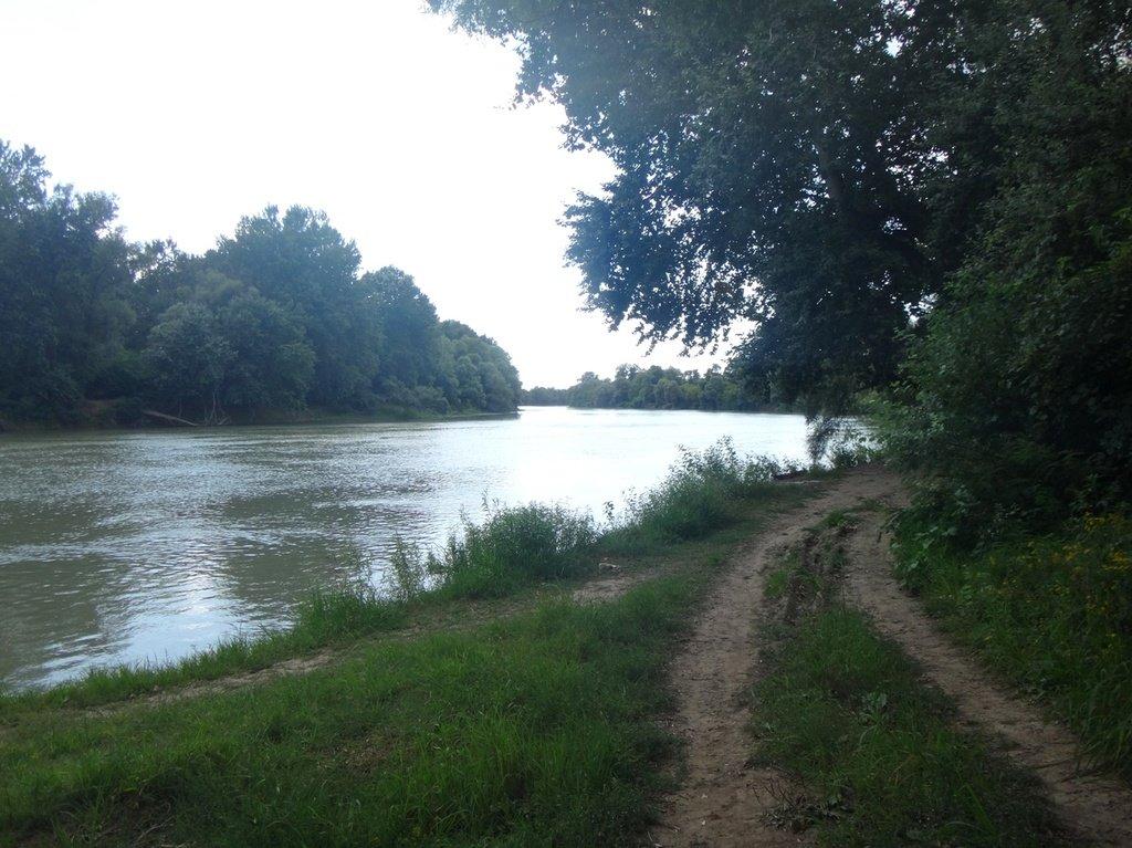 В походе, на реке Кубань 006