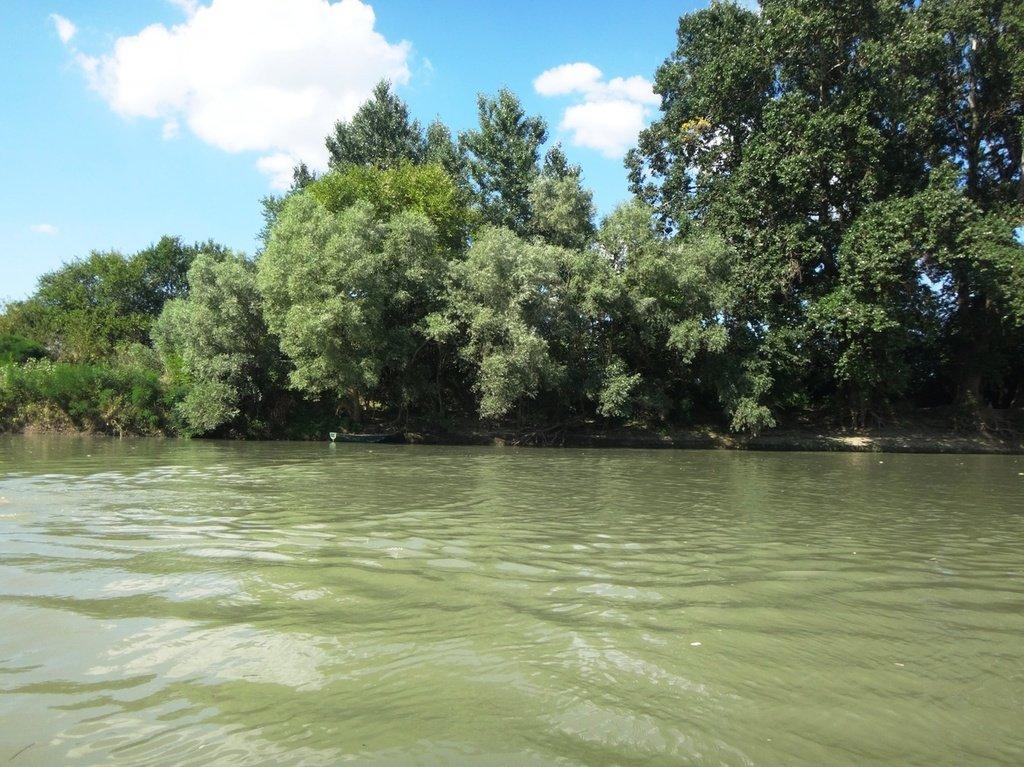 В походе, на реке Кубань 003