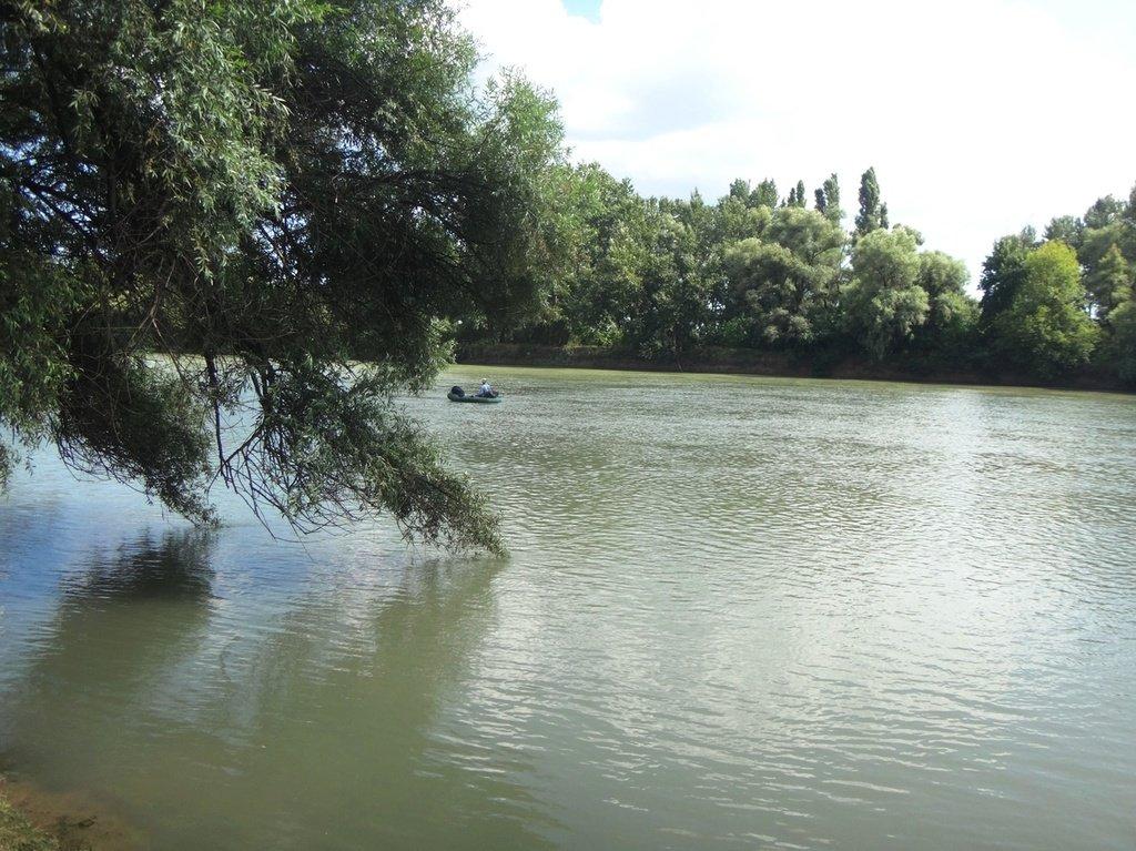 В походе лодочном... август, река Кубань 004 001