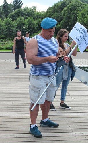 Илья Муромец со смартфоном
