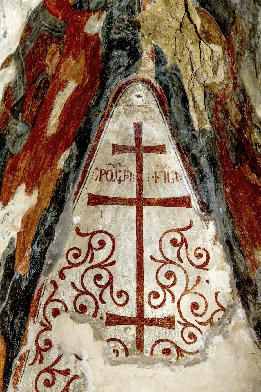 Честной и Животворящий Крест Господень. ФрескаНузальской церкви (Северная Осетия). Конец XIII - начало XIV века.