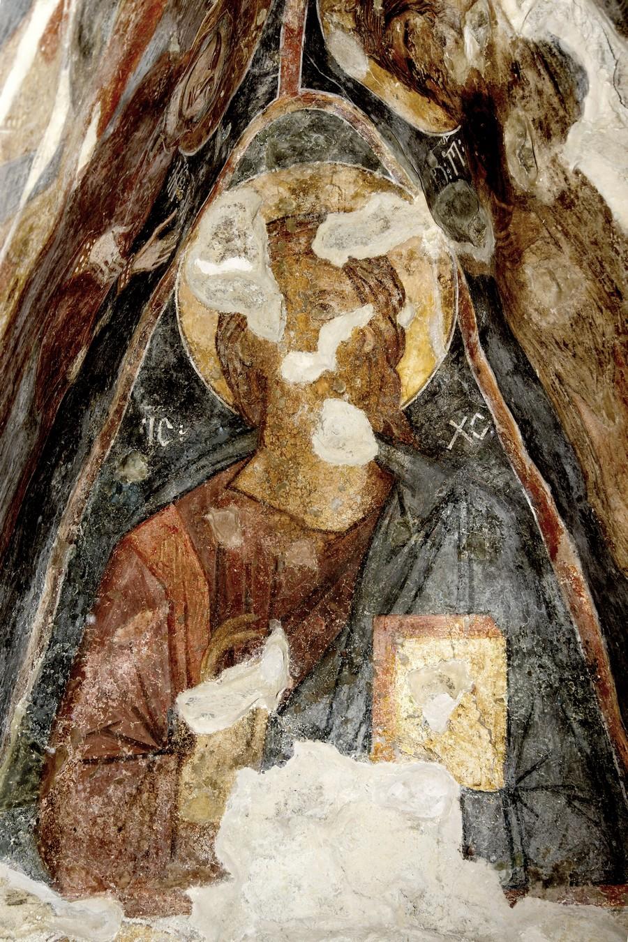 Христос Пантократор (Вседержитель). ФрескаНузальской церкви (Северная Осетия). Конец XIII - начало XIV века.