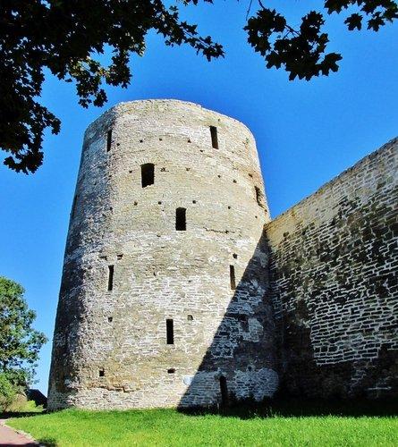 Башня  Изборской крепости