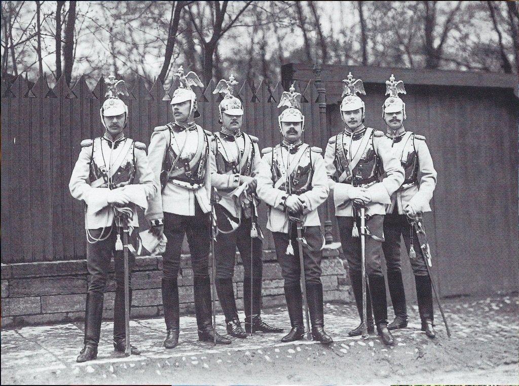 Кавалергарды у Михайловского сада, 1904 год - ...