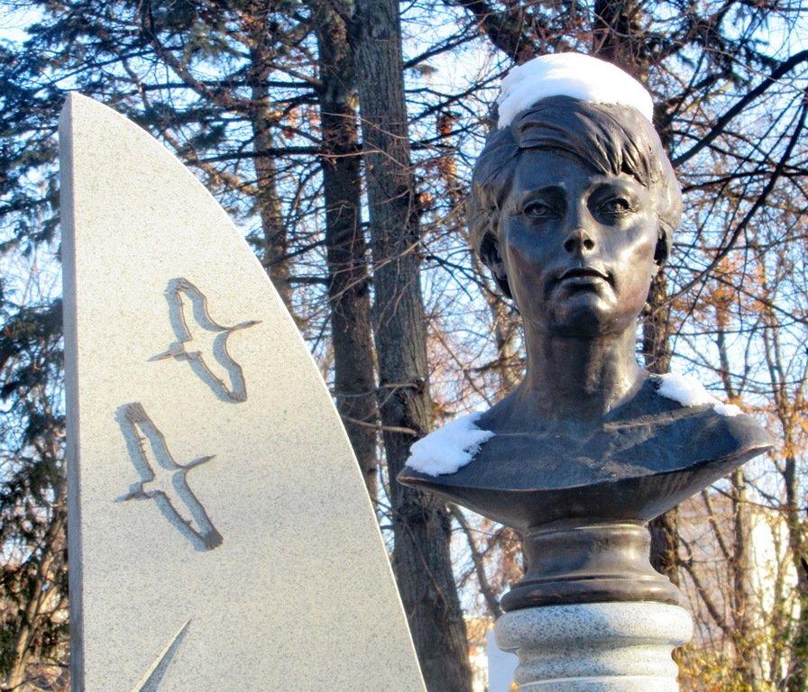 информация советы, памятник татьяне самойловой фото первые