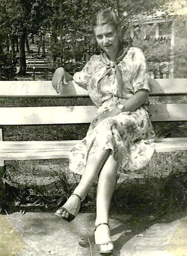 """Вожатая в п.л """"Орлёнок"""" на Воронеже. 1982 г."""