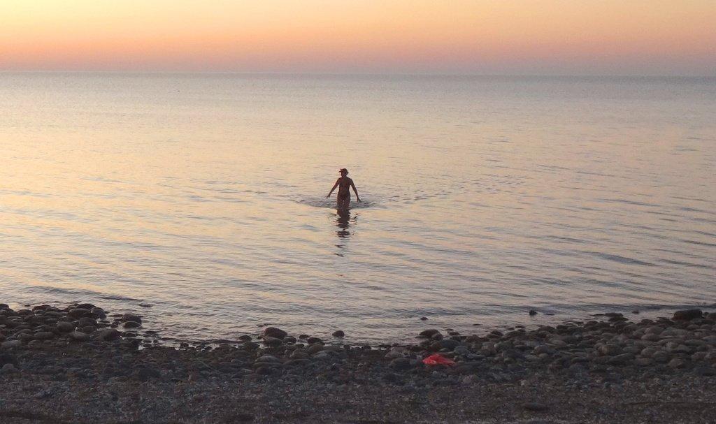 На закате... Девушка, выходящая из воды... DSC01005 -