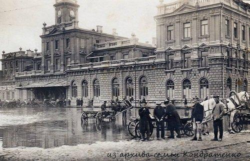 Весеннее половодье затопило железнодорожный вокзал Ростова-на-Дону. 1918 год.
