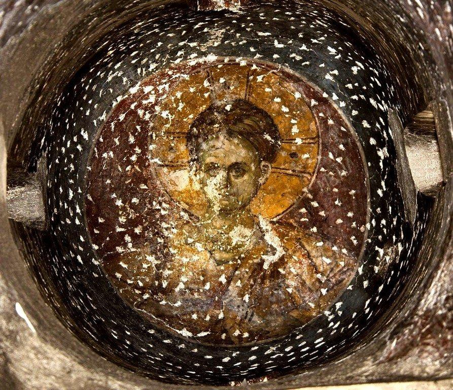 Христос Эммануил. Фреска бокового купола церкви Богородицы Левишки в Призрене, Косово, Сербия. Около 1310 - 1313 годов. Иконописцы Михаил Астрапа и Евтихий.
