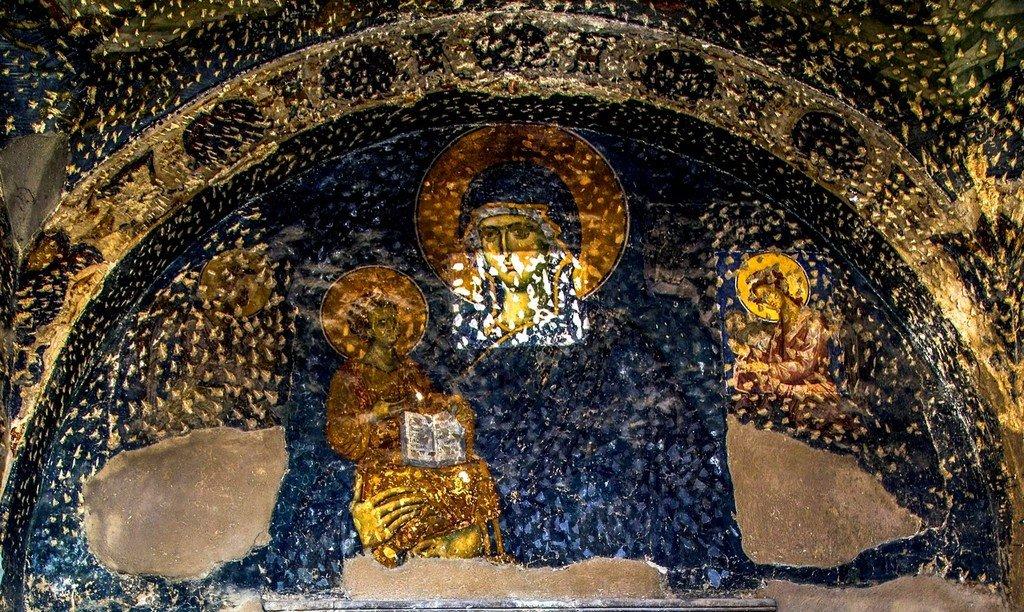 Пресвятая Богородица с Младенцем. Фреска церкви Богородицы Левишки в Призрене, Косово, Сербия. Около 1310 - 1313 годов. Иконописцы Михаил Астрапа и Евтихий.